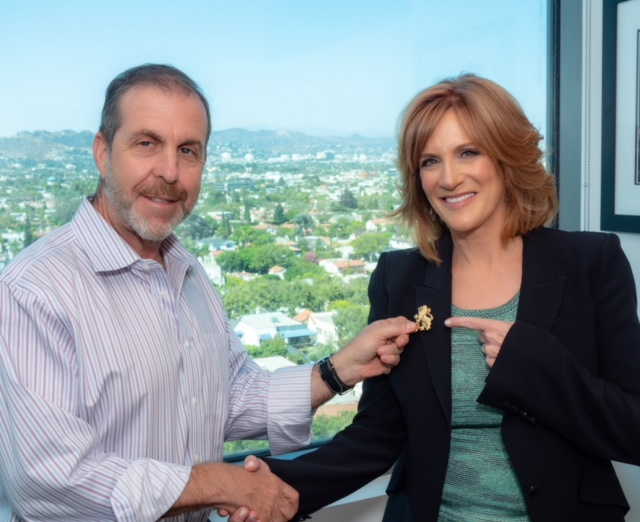 Carol Leifer Receives Lion Pin from The Federation CEO, Jay Sanderson